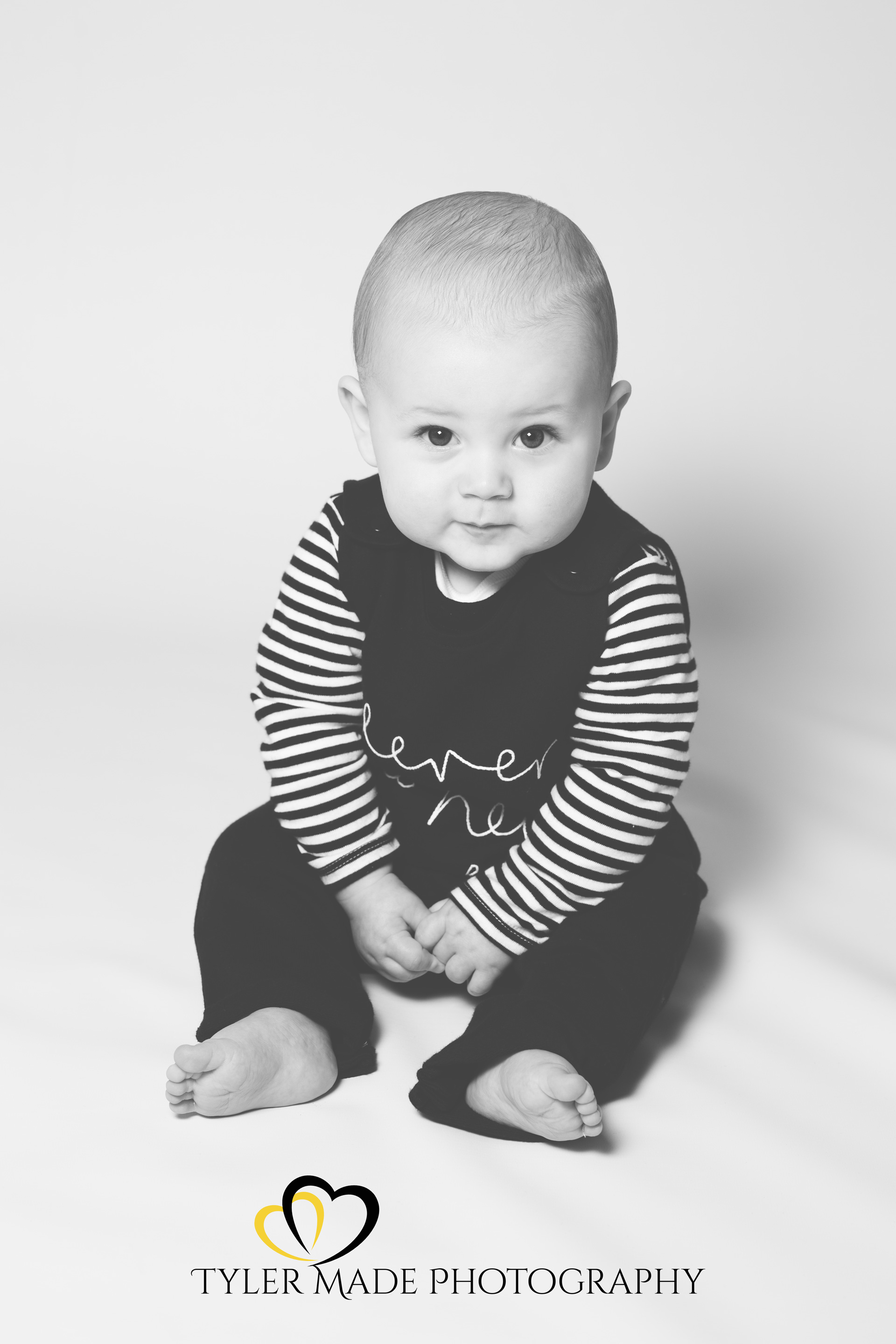 Baby sitting up right in Bexley photo sessssion with Kent Family Photographer TylermadePhotography