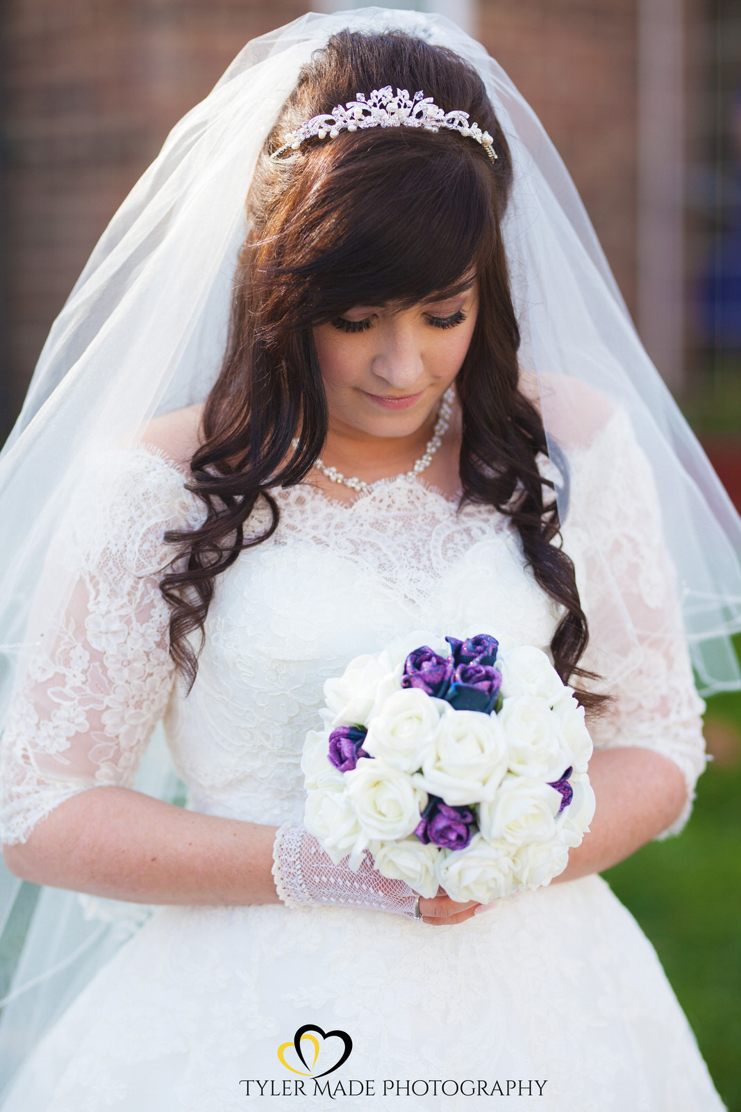 Bride and wedding flowers by Kent Weddign Photographer Tyler Made Photography